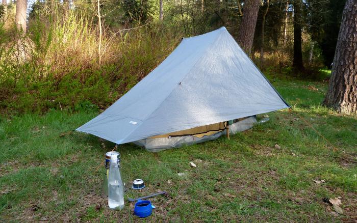 Ultraleichtes Zelt im Wald