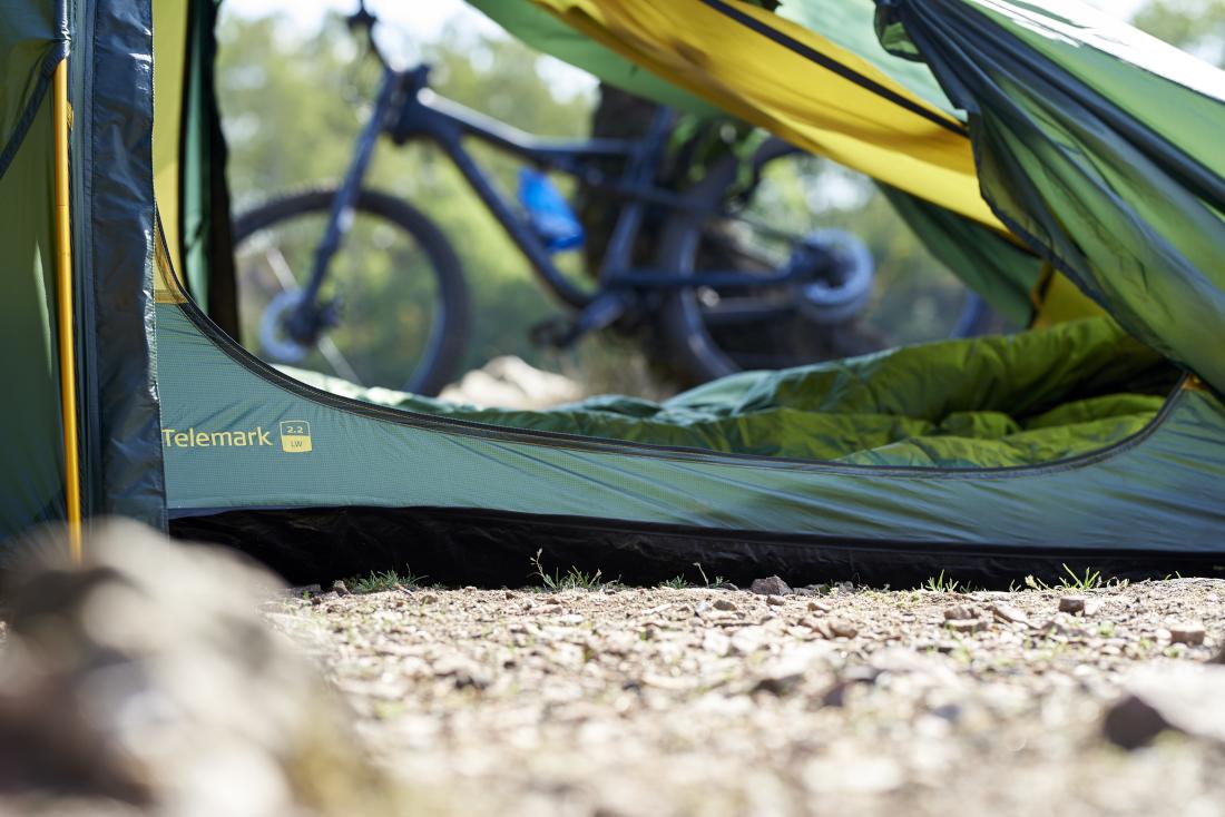 Nordisk Telemark Zelt, durch die Öffnung sieht man ein Fahrrad