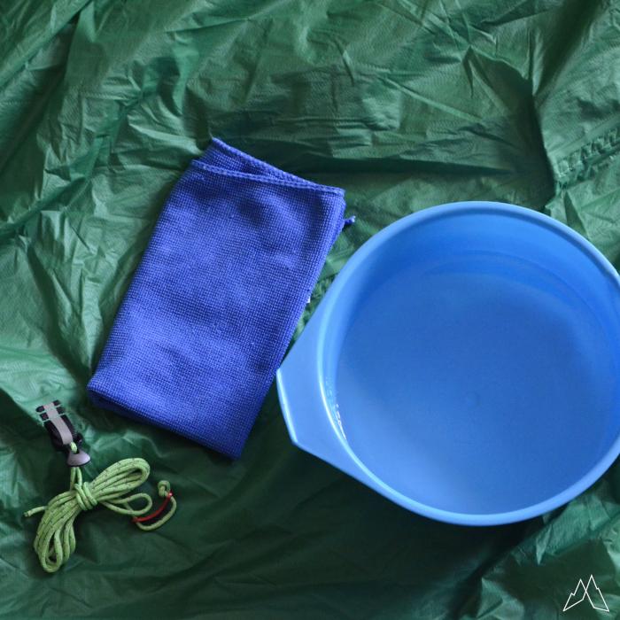 Zeltpflege Material: ein wicher Lappen und klares Wasser